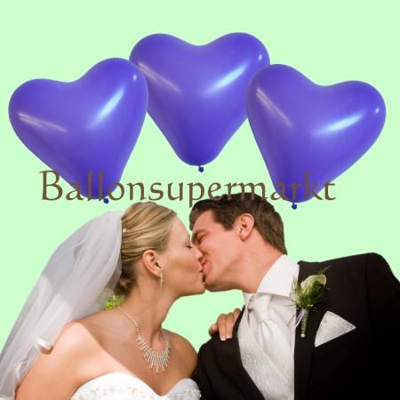 Lila Herzluftballons zur Hochzeit